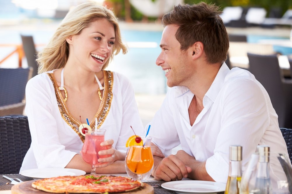 Master the secrets to decode body language on a date